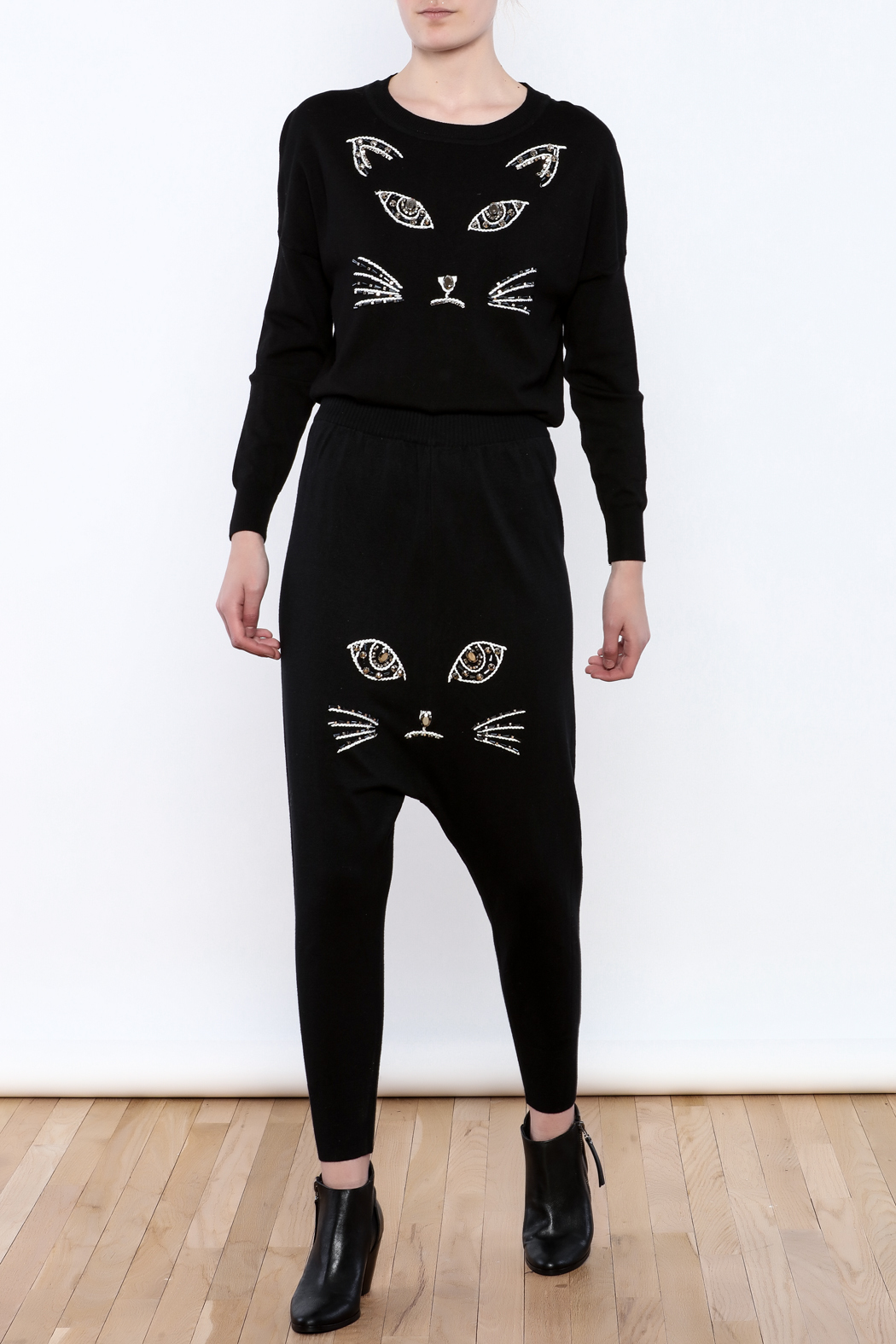 THINK CLOSET Meow-Face Sweater - Front Full Image