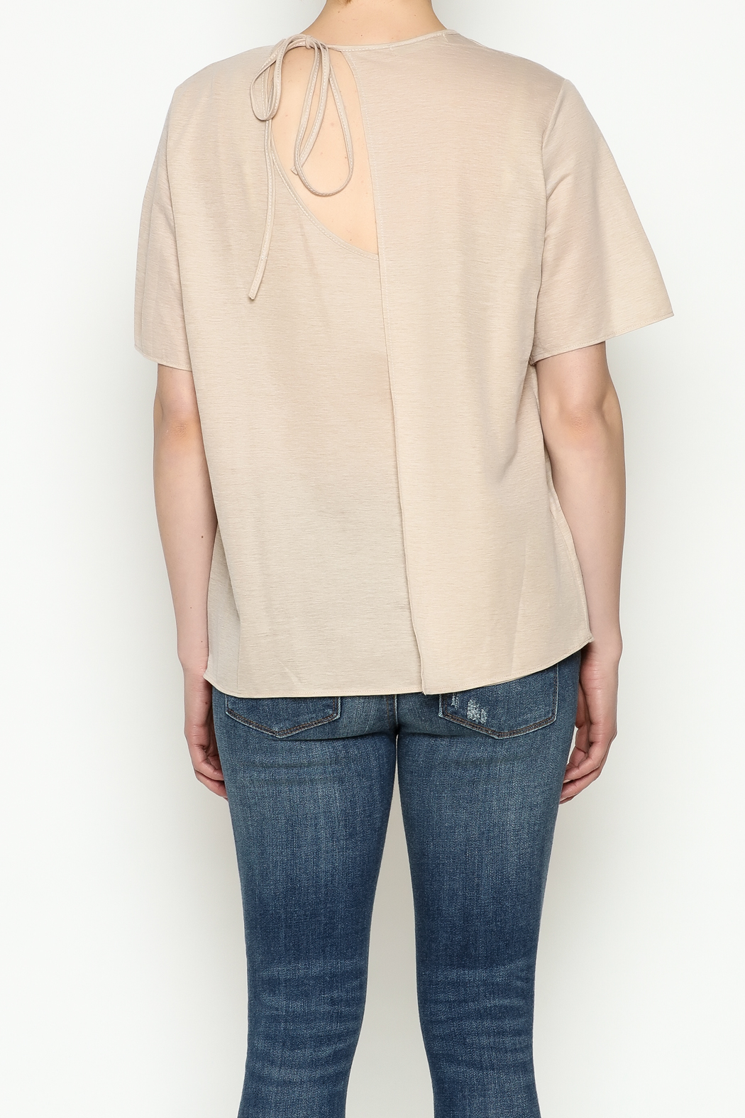 THINK CLOSET Simple Tie Tee - Back Cropped Image