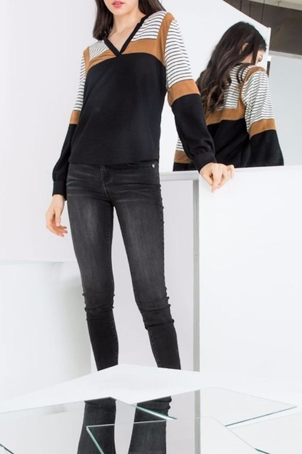 THML Clothing Color Blocked Top - Side Cropped Image