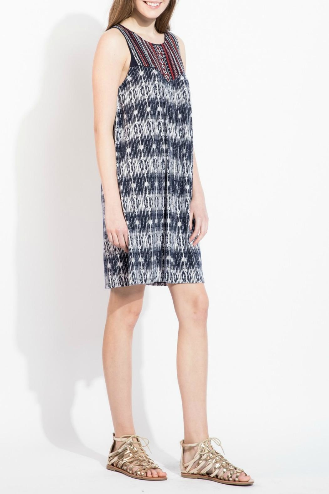 THML Clothing Embroidered Shift Dress - Side Cropped Image