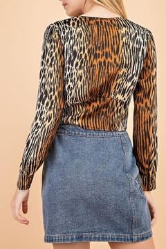 Le Lis Tiger Print Top - Alternate List Image