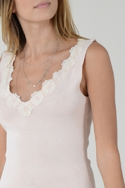 Molly Bracken TOP WITH FLOWER ACCENT - Front full body