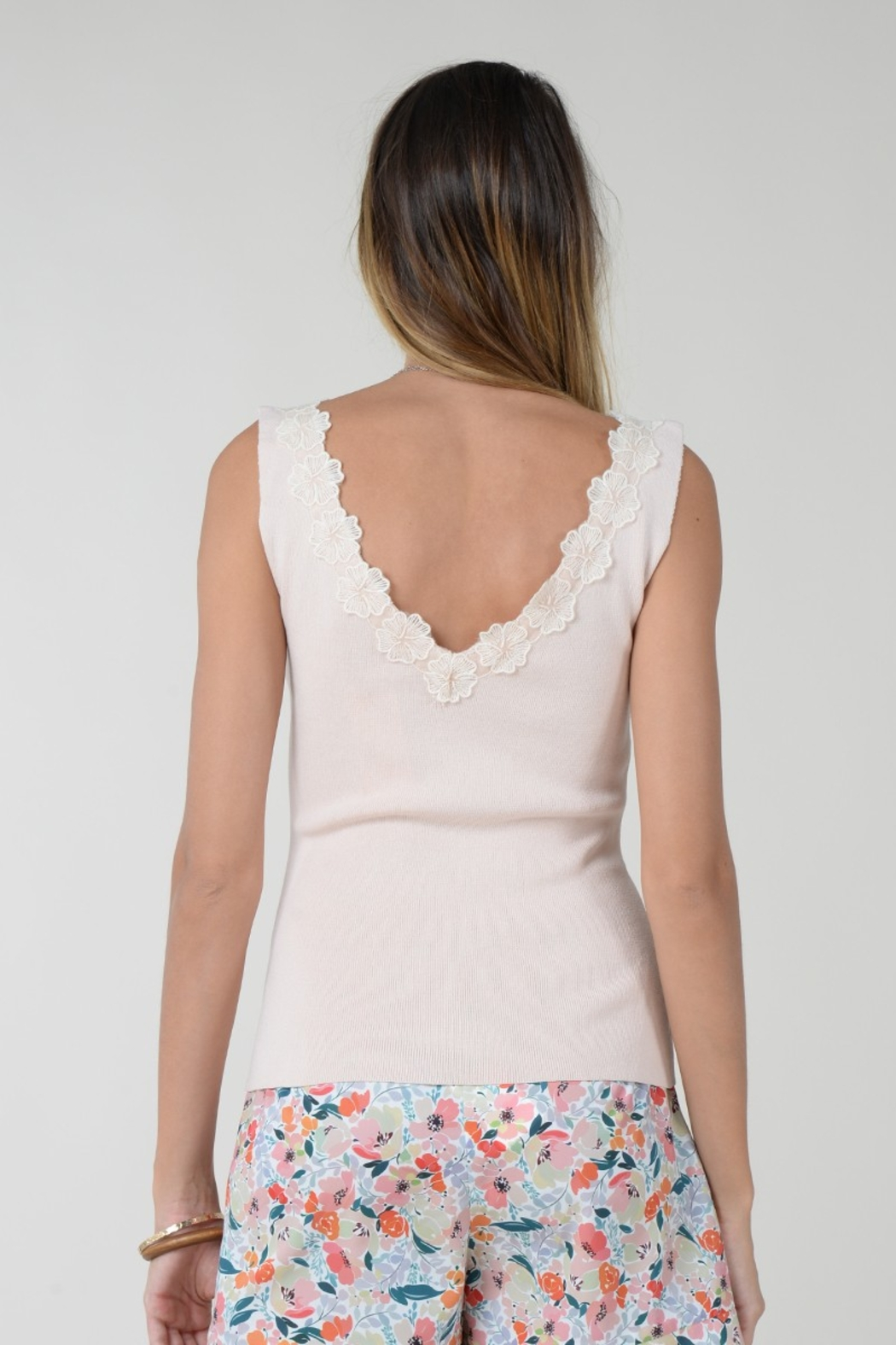 Molly Bracken TOP WITH FLOWER ACCENT - Back Cropped Image