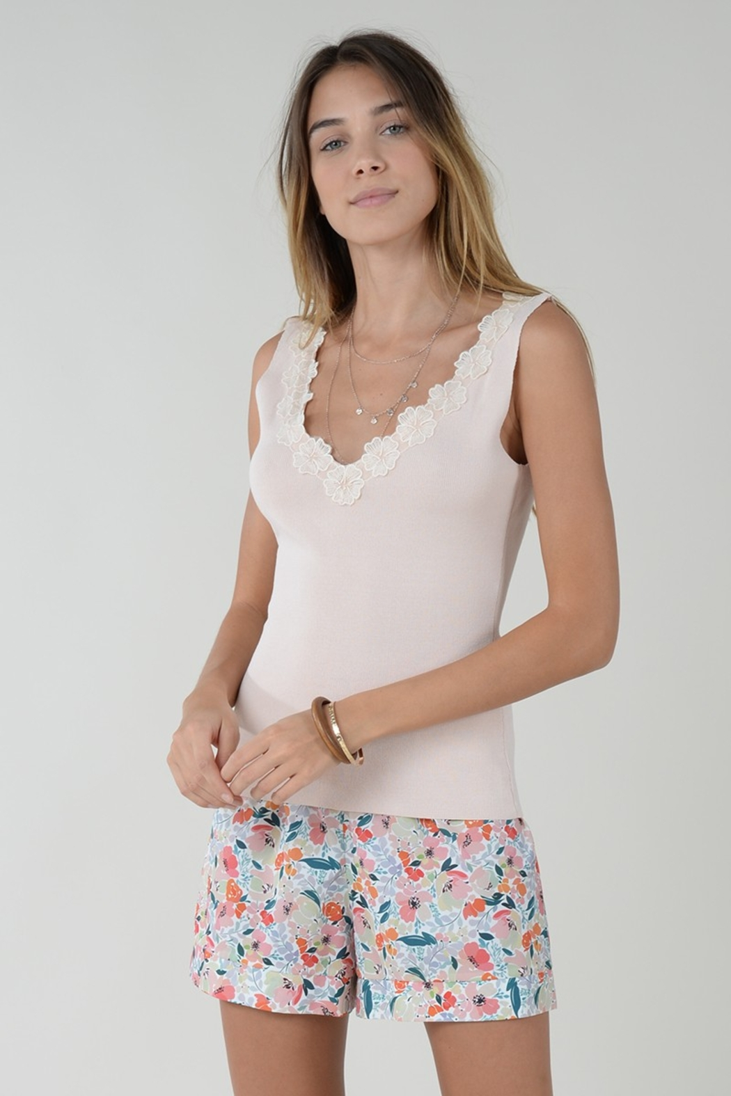 Molly Bracken TOP WITH FLOWER ACCENT - Side Cropped Image