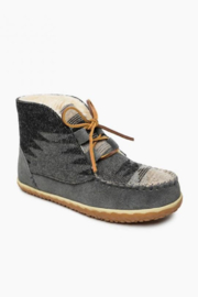 Minnetonka Moccasins Torrey Bootie - Front cropped