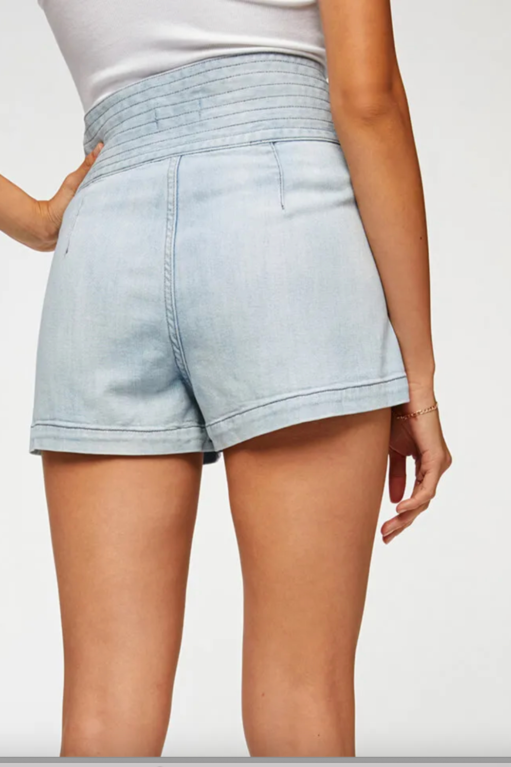 7 For all Mankind Trapunto Belted Short - Side Cropped Image