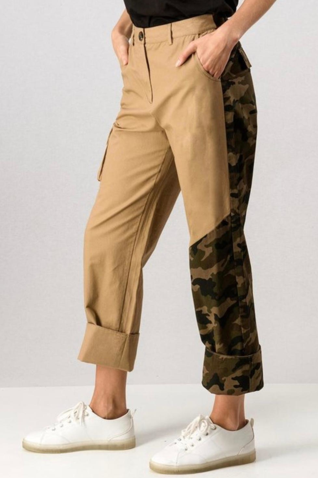 trend notes Camo Cargo Pants - Side Cropped Image