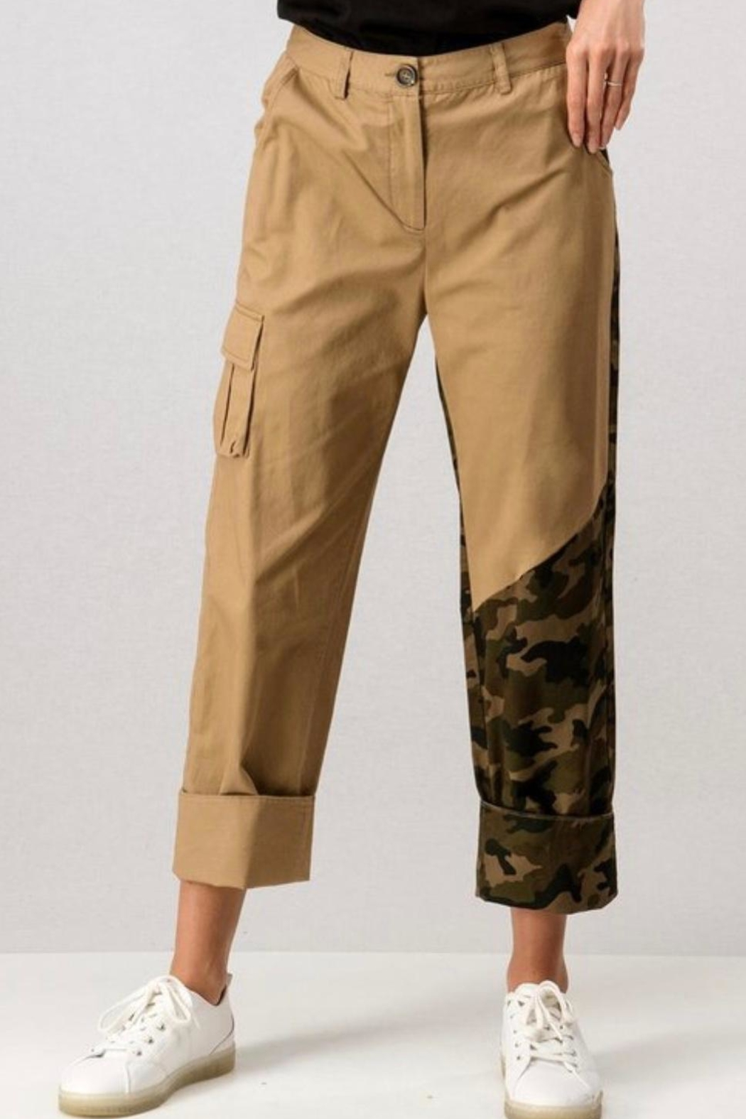 trend notes Camo Cargo Pants - Front Full Image