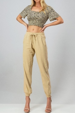 trend notes Linen Jogger Taupe - Product List Image