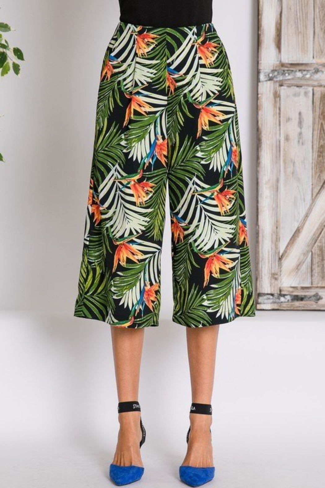 R+D  Tropical Palm Cropped Pant - Side Cropped Image