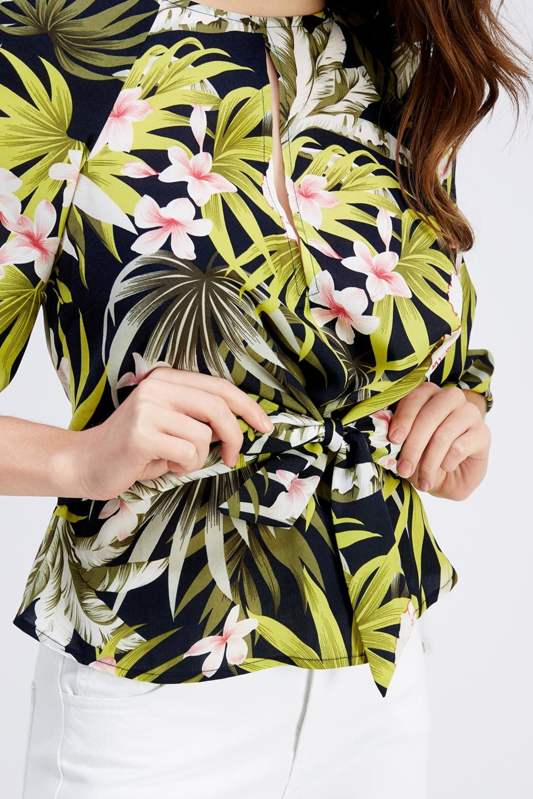Love Encounter Tropical Print Blouse - Side Cropped Image
