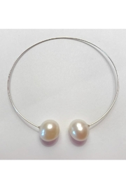 Twisted Designs Double-Pearl Memory-Wire-Bracelet - Product Mini Image