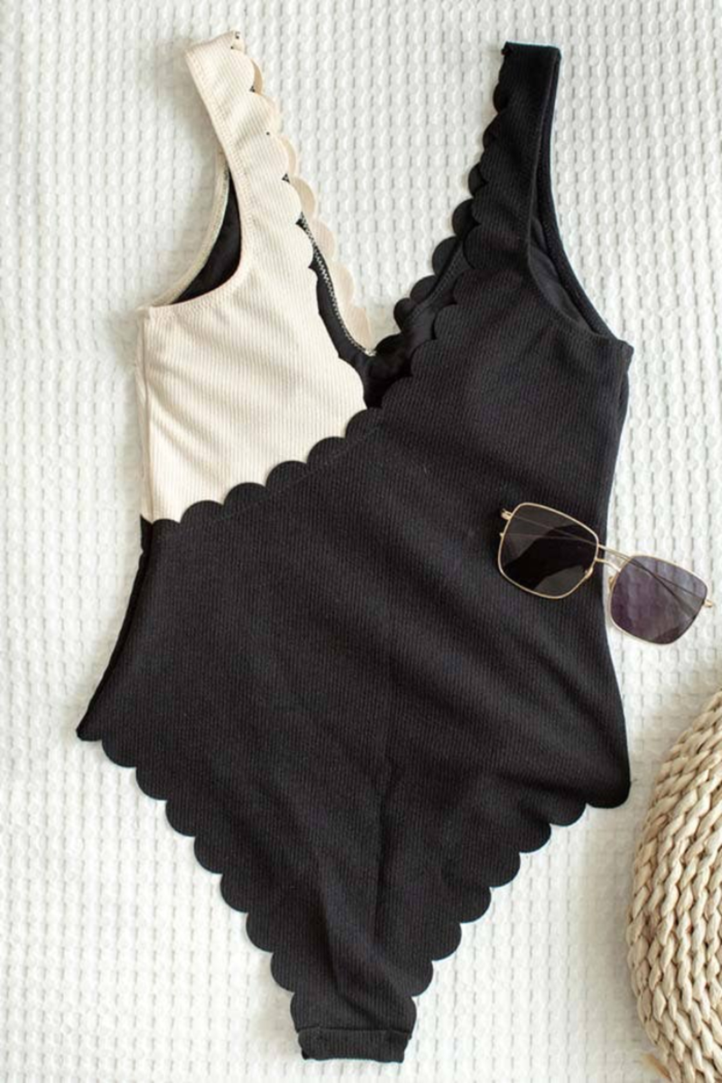 C+D+M Two Tone Scalloped Hem One-Piece Swimsuit - Side Cropped Image