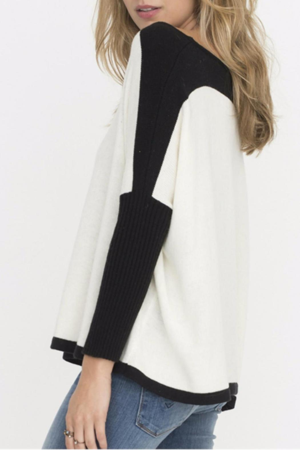 Two Chic Luxe White Colorblocked Sweater - Side Cropped Image