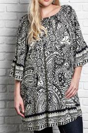 UMG PLUS Paisley Shift Plus Top - Front cropped