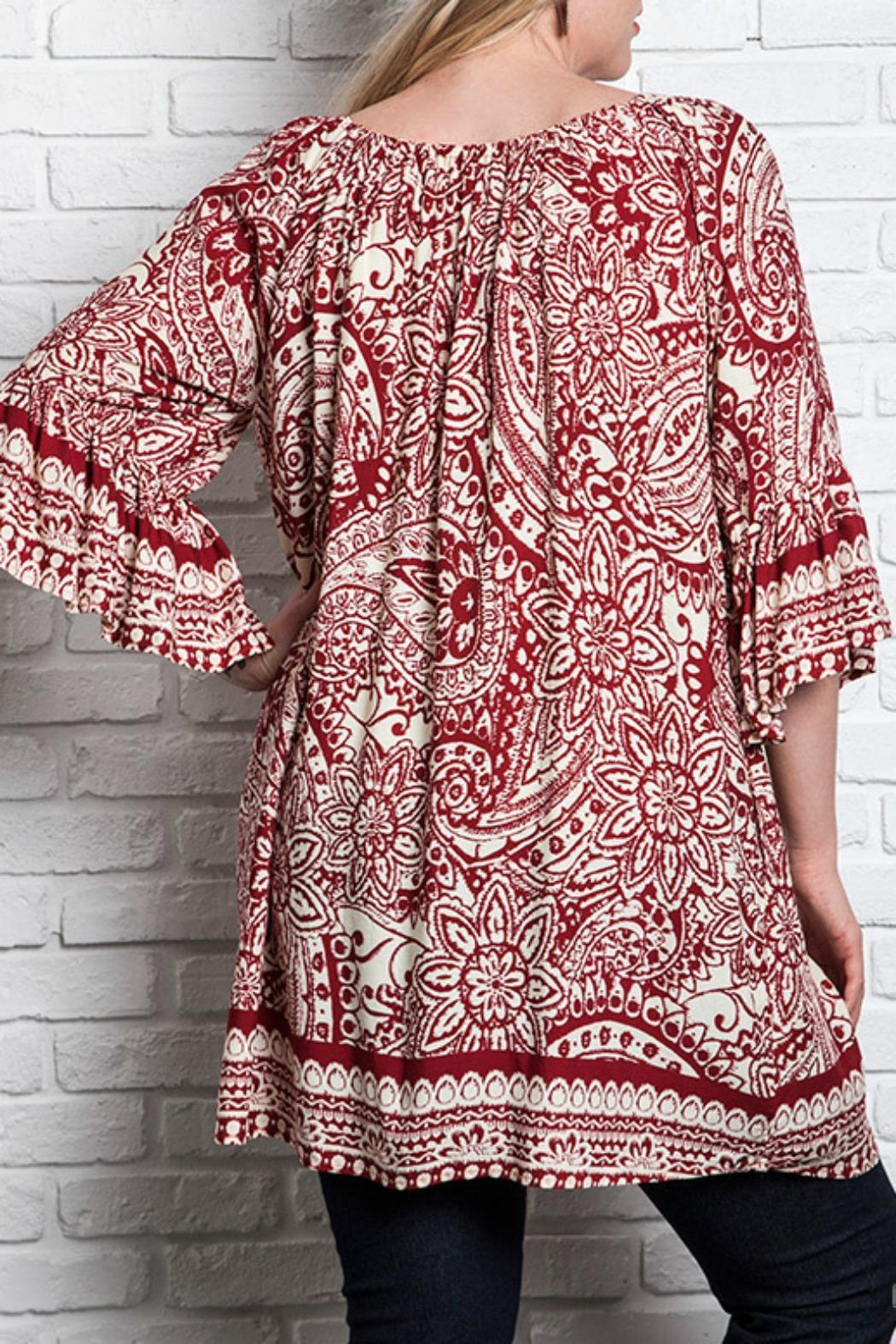 UMG PLUS Paisley Shift Plus Top - Back Cropped Image