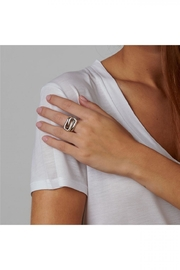 Uno de 50 Trapped Ring - Front full body