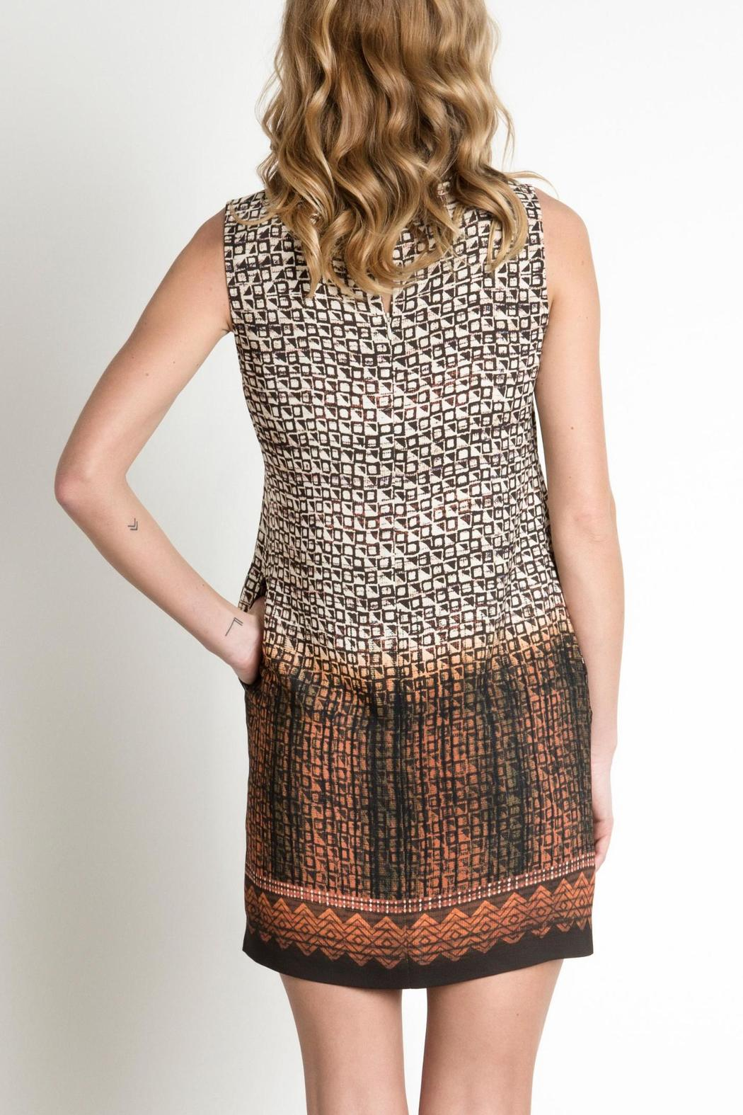 Urban Touch Printed Shift Dress - Side Cropped Image