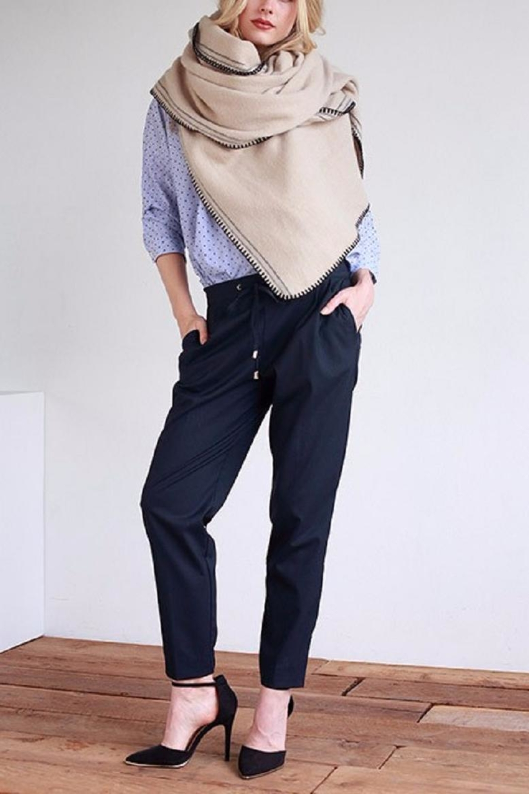Urbanista Soft Comfy Scarf - Side Cropped Image