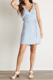 Bella Dahl V-BACK WRAP DRESS - Front cropped