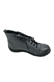 V-Italia High-Top Leather Shoe - Side cropped