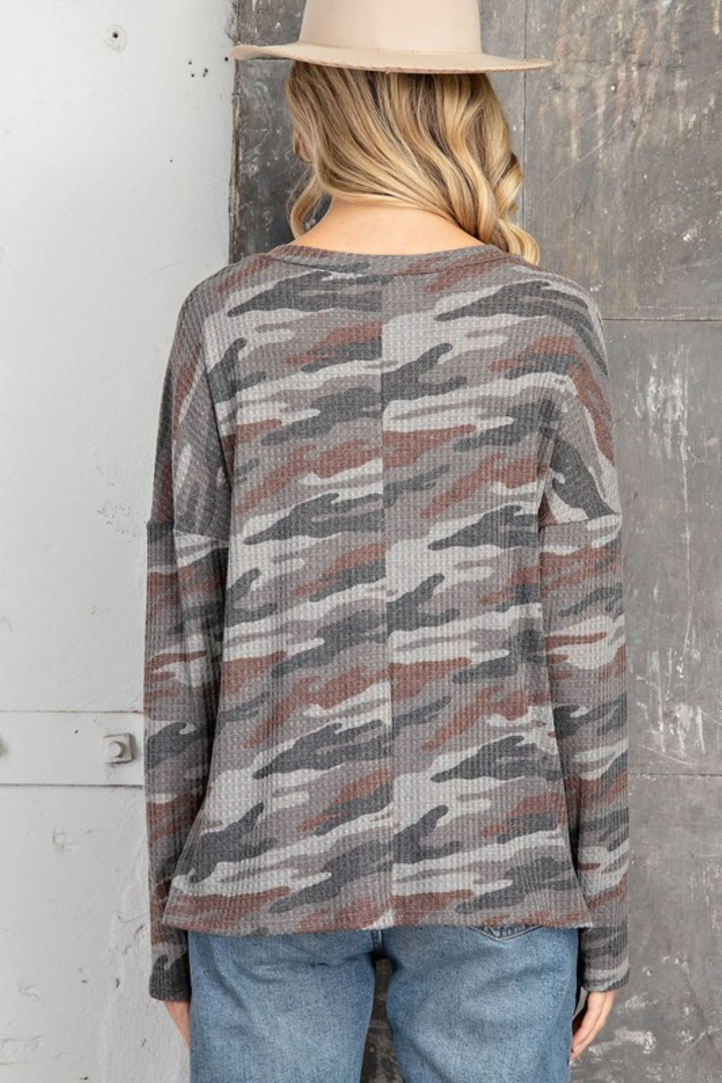 143 Story V Neck Camo Casual Top - Side Cropped Image