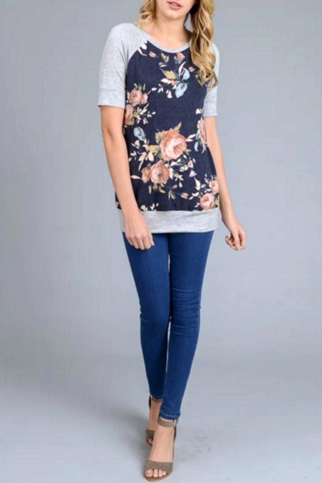 vanilla bay Floral Navy Tee - Side Cropped Image