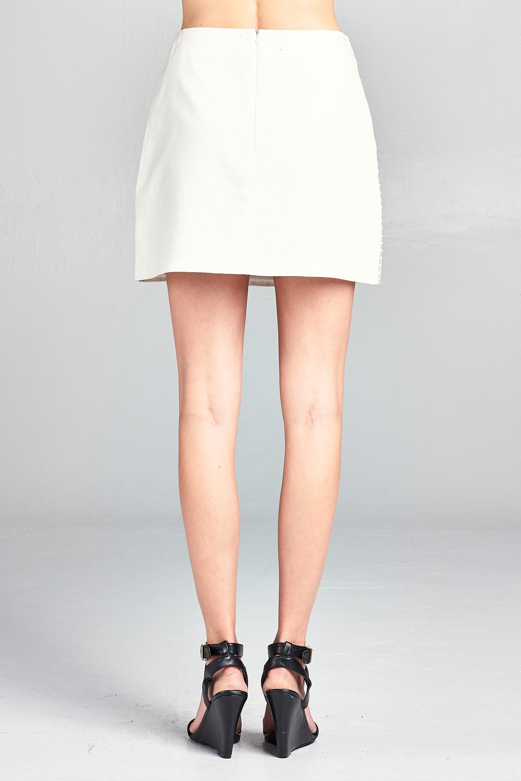 Velzera Floral Embroidered Mini-Skirt - Side Cropped Image