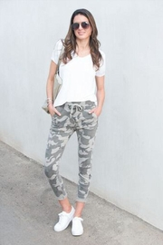Venti 6 Crinkle Camo Pants - Front cropped