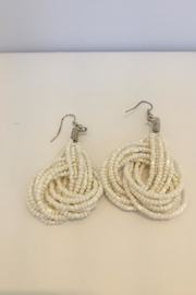 Veond Knot Earings - Front cropped