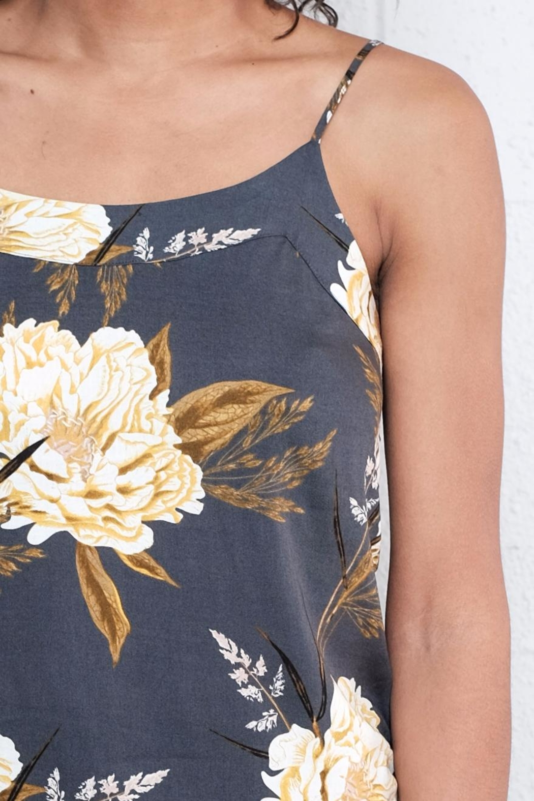 Vero Moda Floral Relaxed Singlet Top - Back Cropped Image