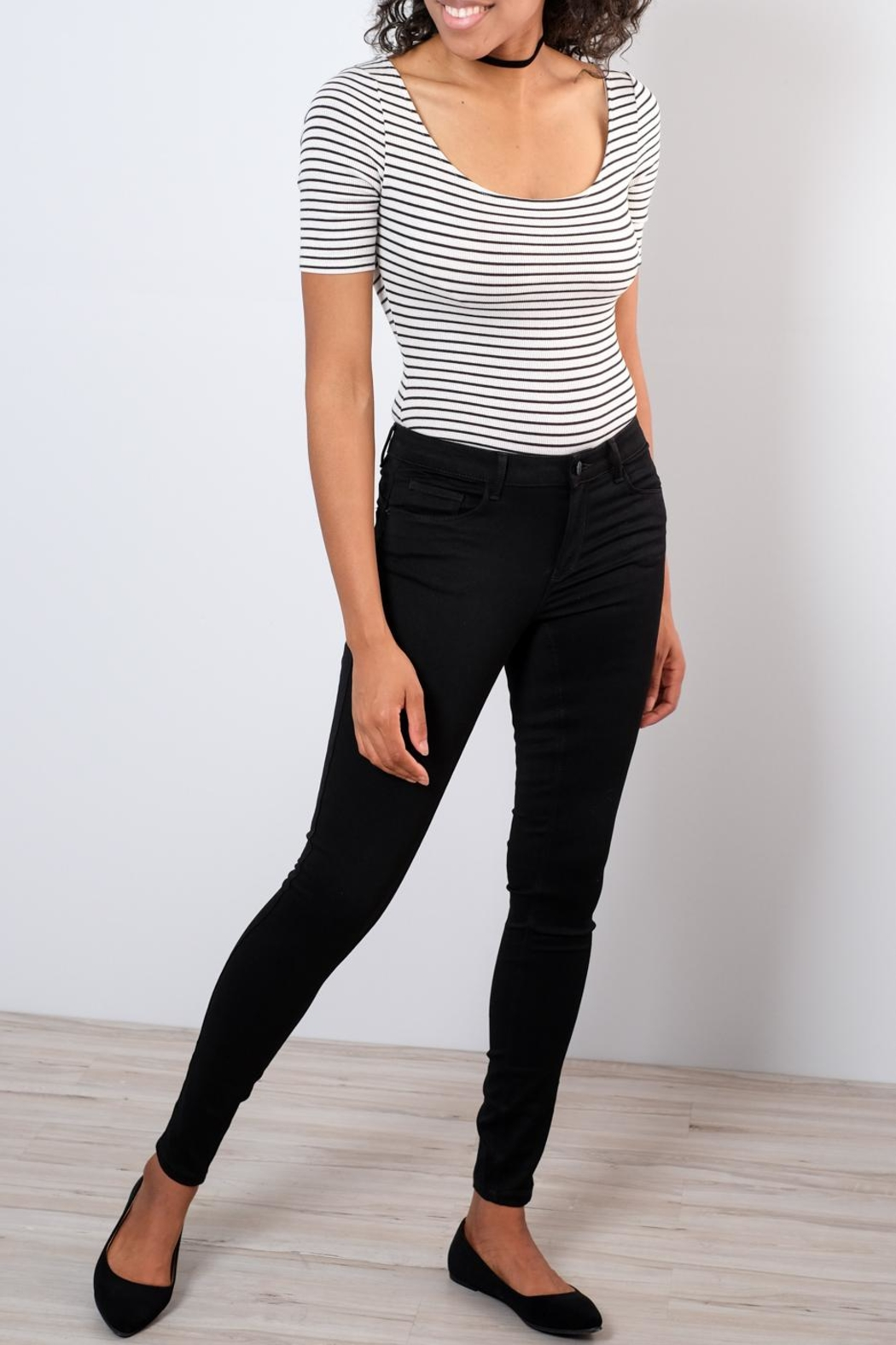 Vero Moda Shape-Up Skinny Jeans - Front Cropped Image
