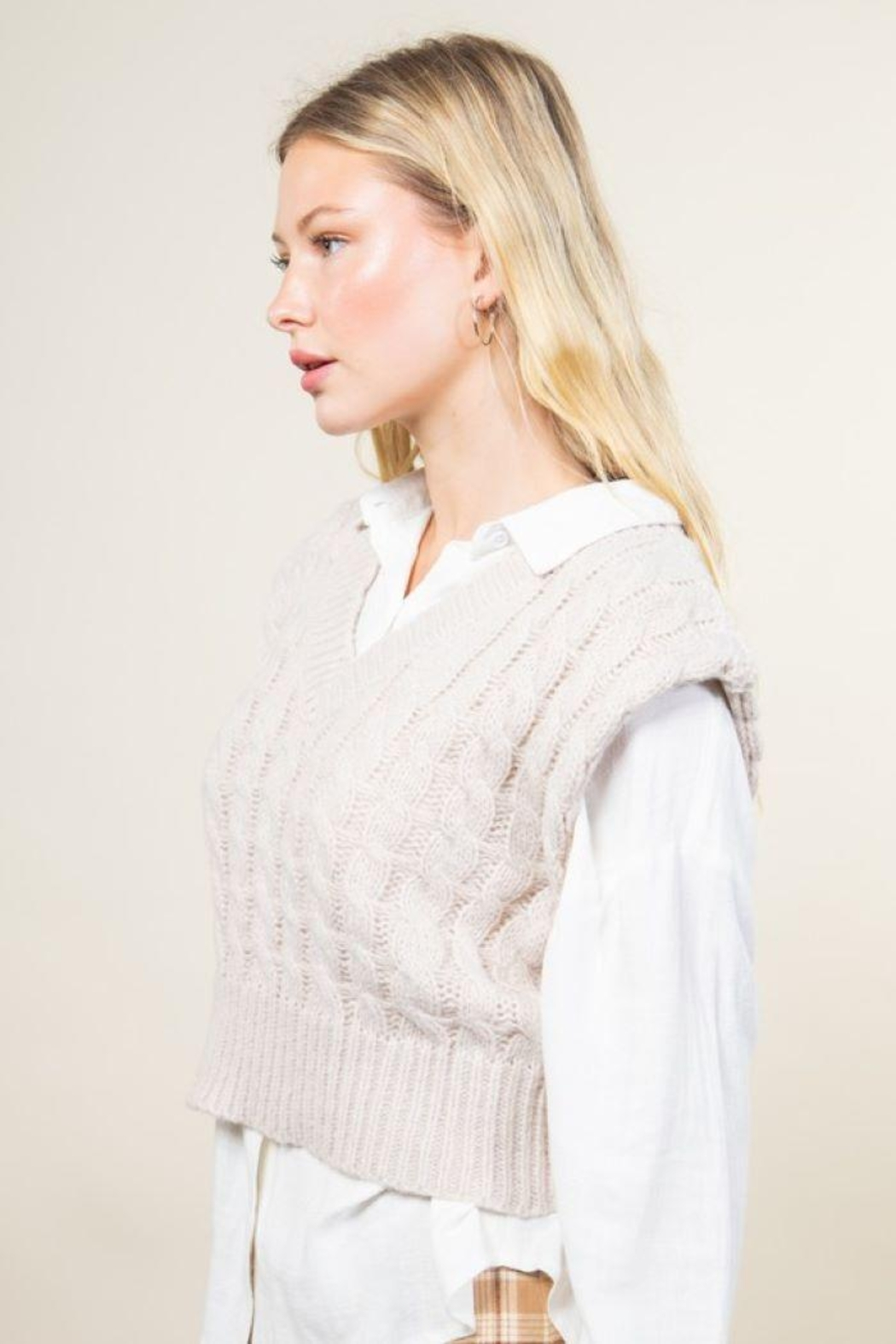 Very J Cable Knit Cropped Sweater Vest - Side Cropped Image