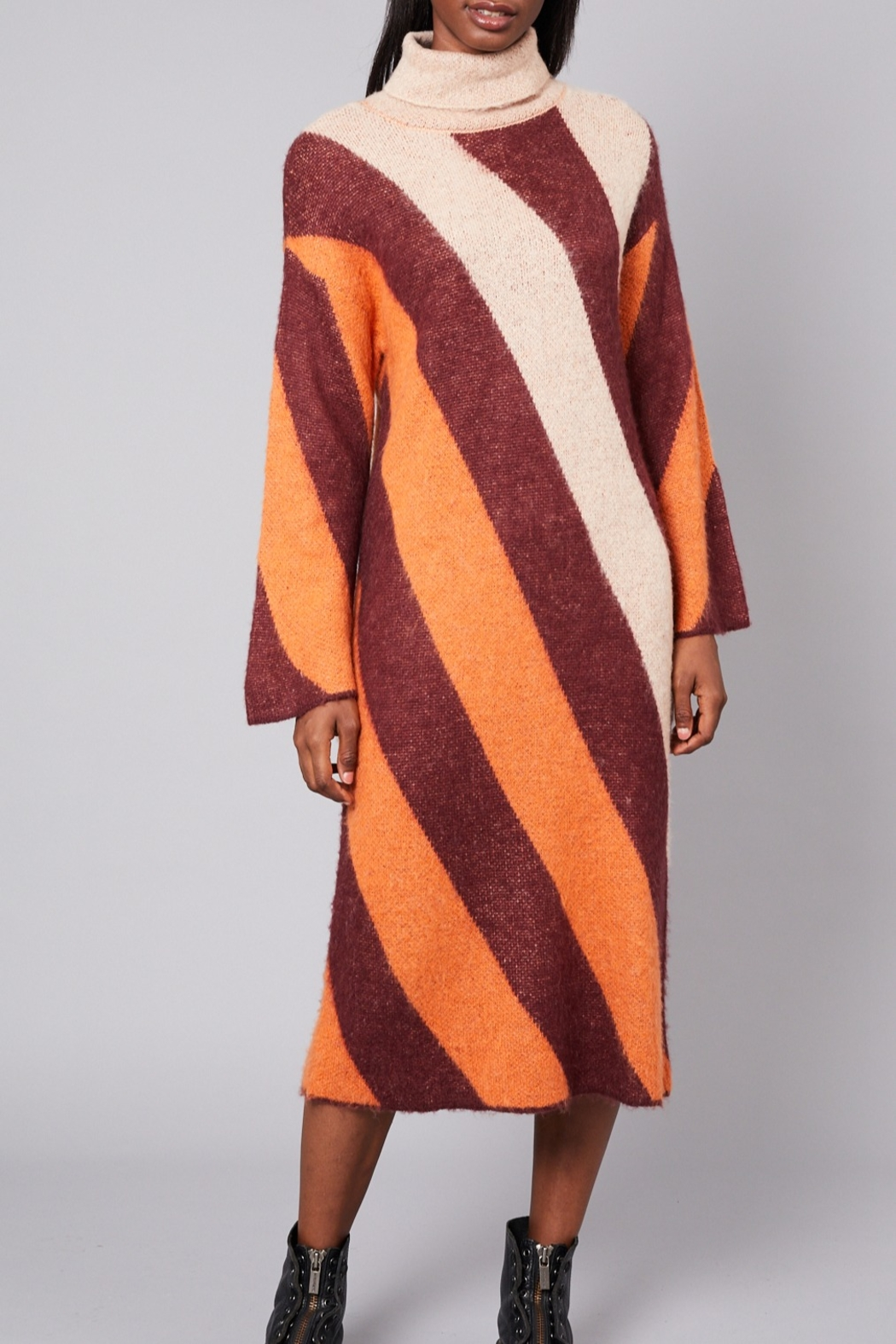 Native Youth Victoria-Stripe Long Dress - Back Cropped Image