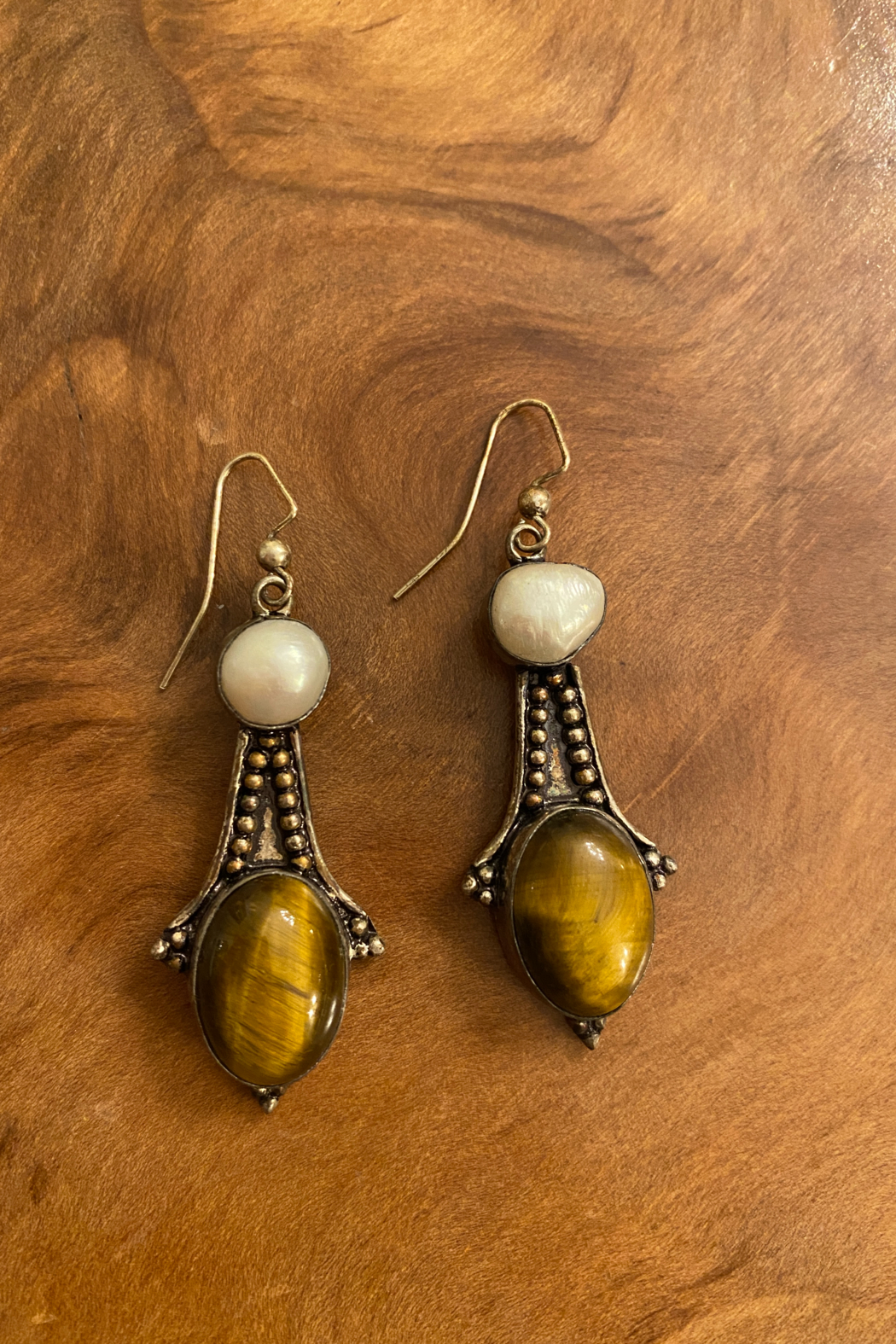tesoro  Vintage Sterling Silver Tiger Eye and Mabe Pearl Dangle Earrings - Main Image