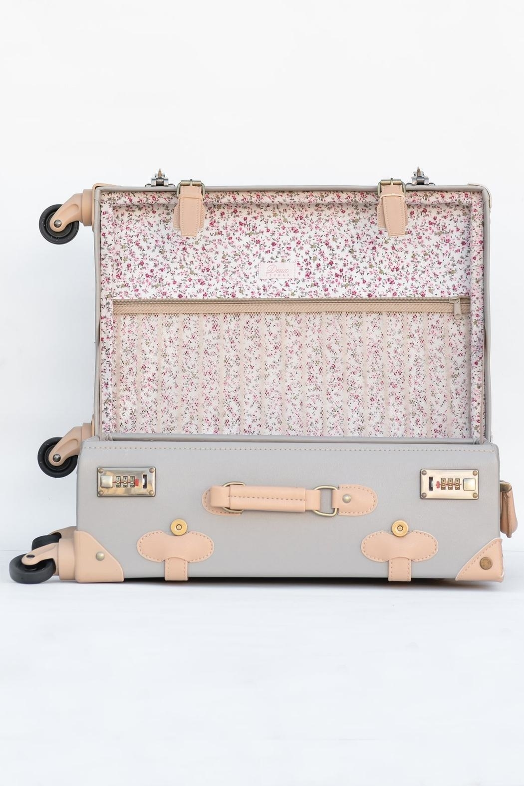 Deux Peches Vintage Style Luggage - Back Cropped Image