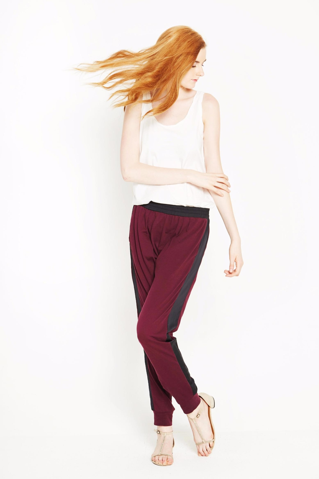 WENHUA DUVERGÉ Red Organic Cotton Sweatpants - Side Cropped Image