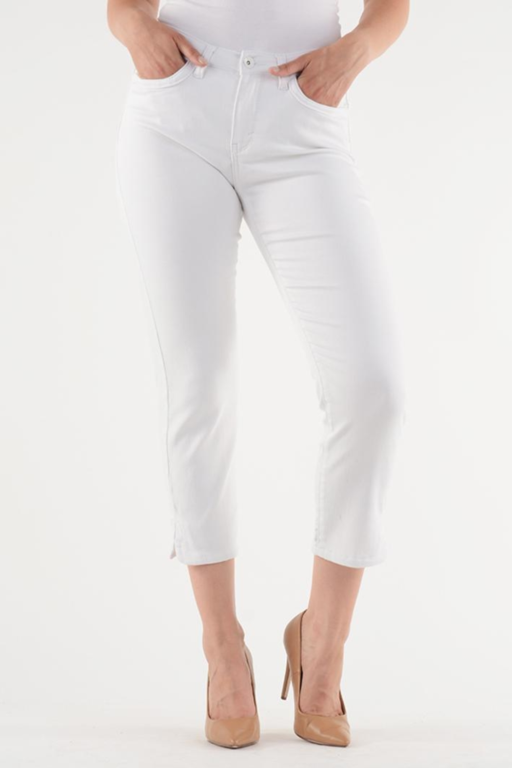 Lois Jeans White Ankle Jean from Canada by Didi s Boutique — Shoptiques 207416d72