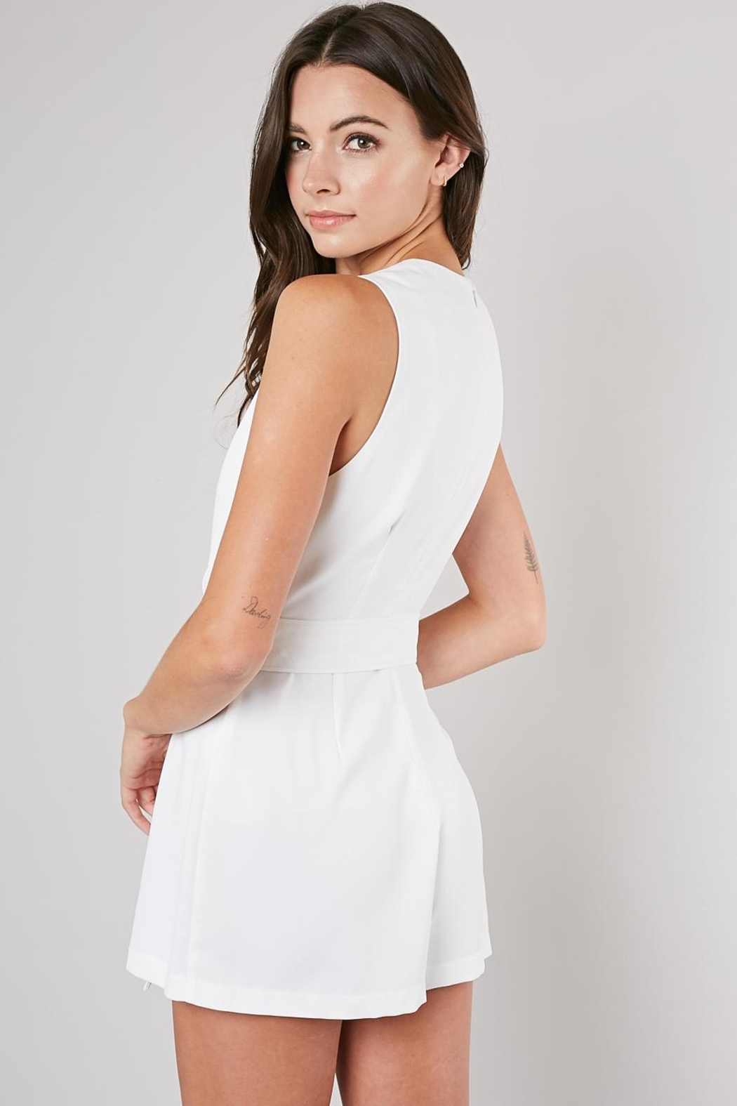 Do & Be White Belted Romper - Side Cropped Image