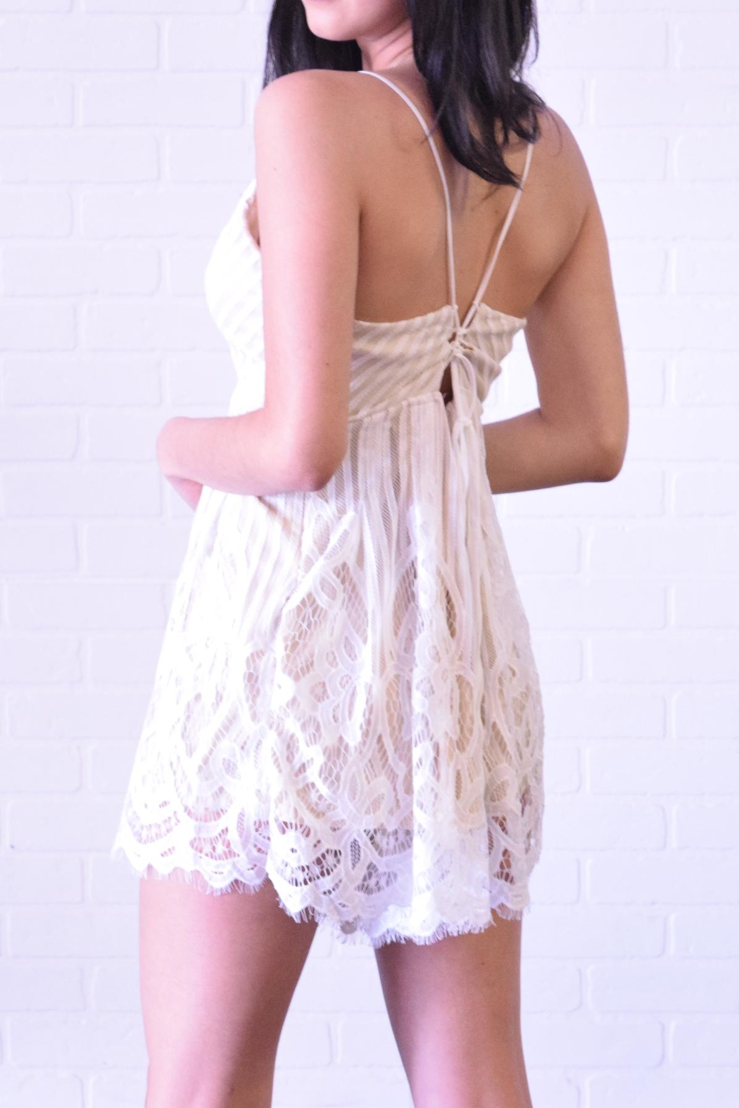 Cien White Lace Romper - Side Cropped Image