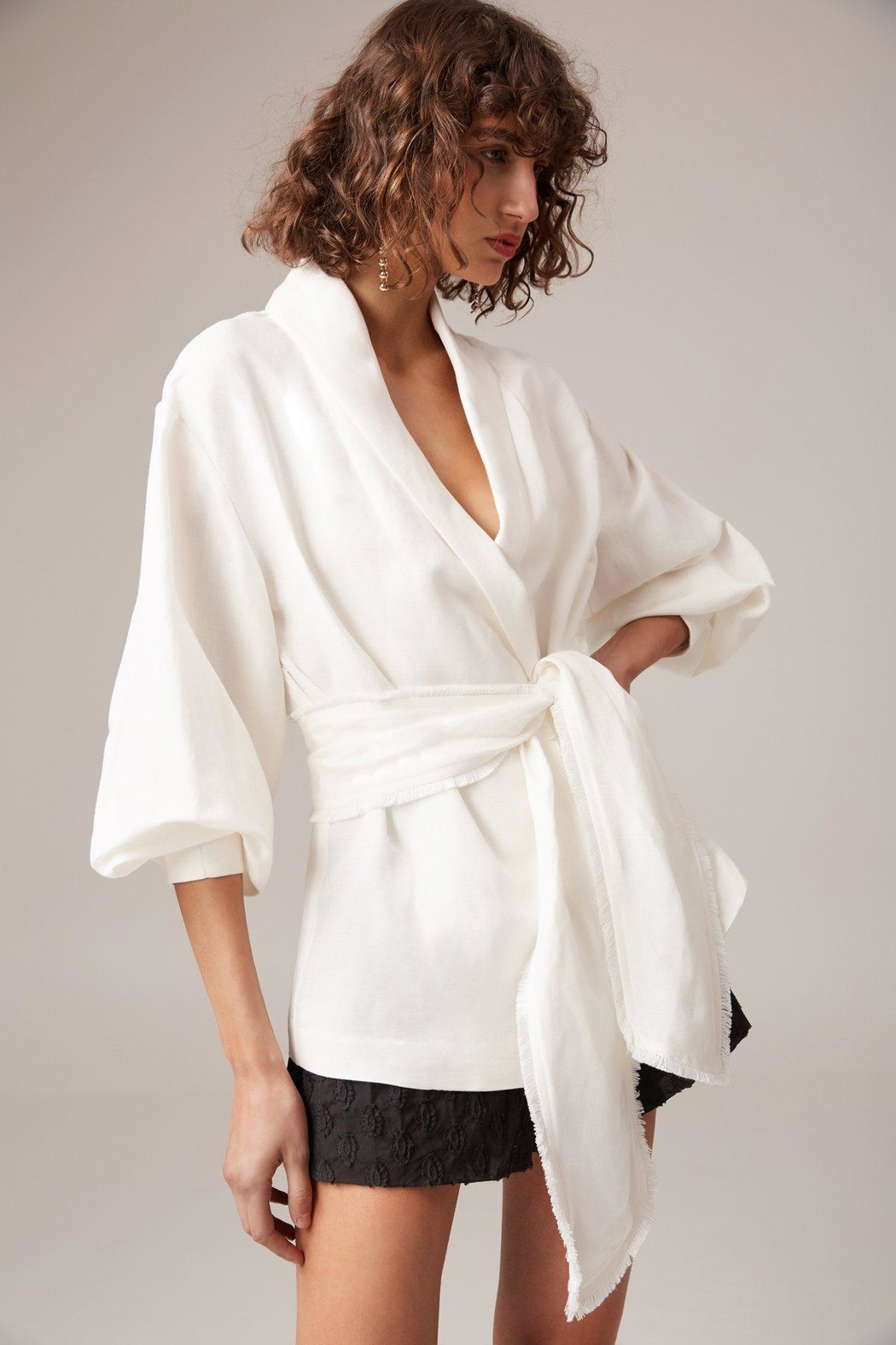 C/MEO COLLECTIVE White Linen Blazer - Front Cropped Image