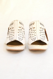 Lobo Solo White Soft Shoes - Back cropped