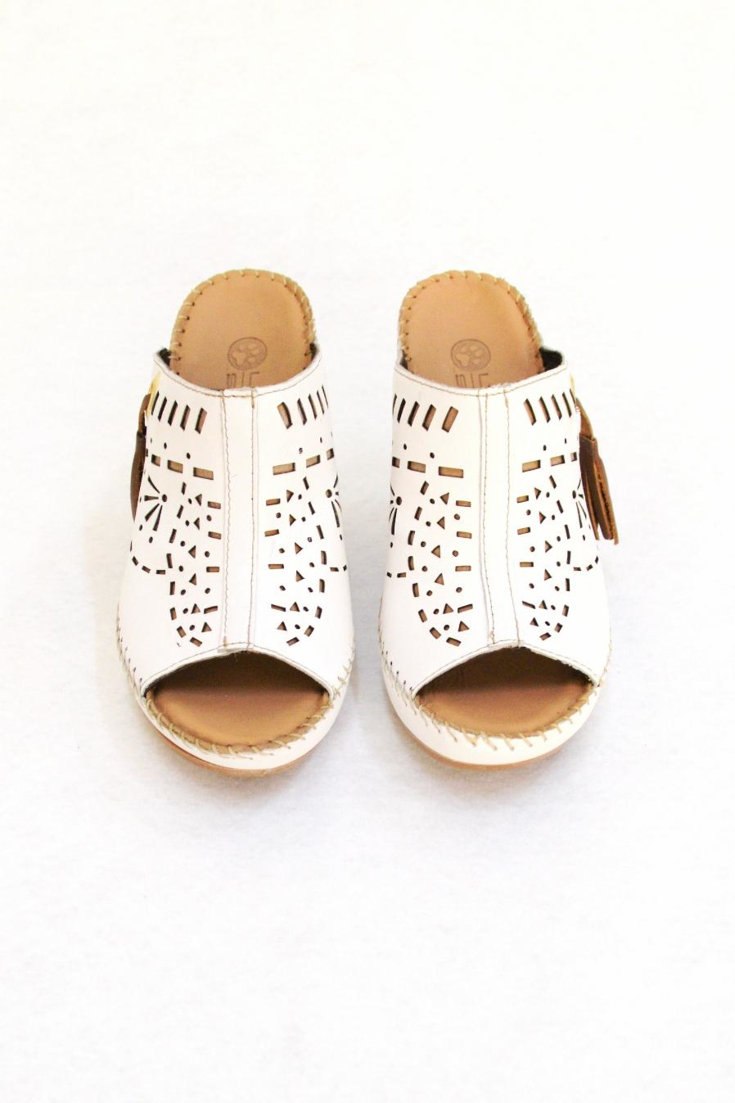 Lobo Solo White Soft Shoes - Side Cropped Image