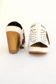 Lobo Solo White Soft Shoes - Front full body