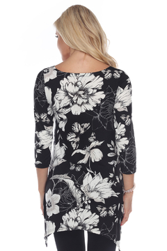 WhiteMark 's Maternity Floral Scoop Neck Tunic Top with Pockets - Alternate List Image