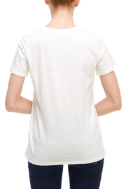 Tres Bien Wild-At-Heart Tee - Side cropped