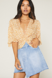 SAGE THE LABEL Wild Honey Knot Front Top - Side cropped