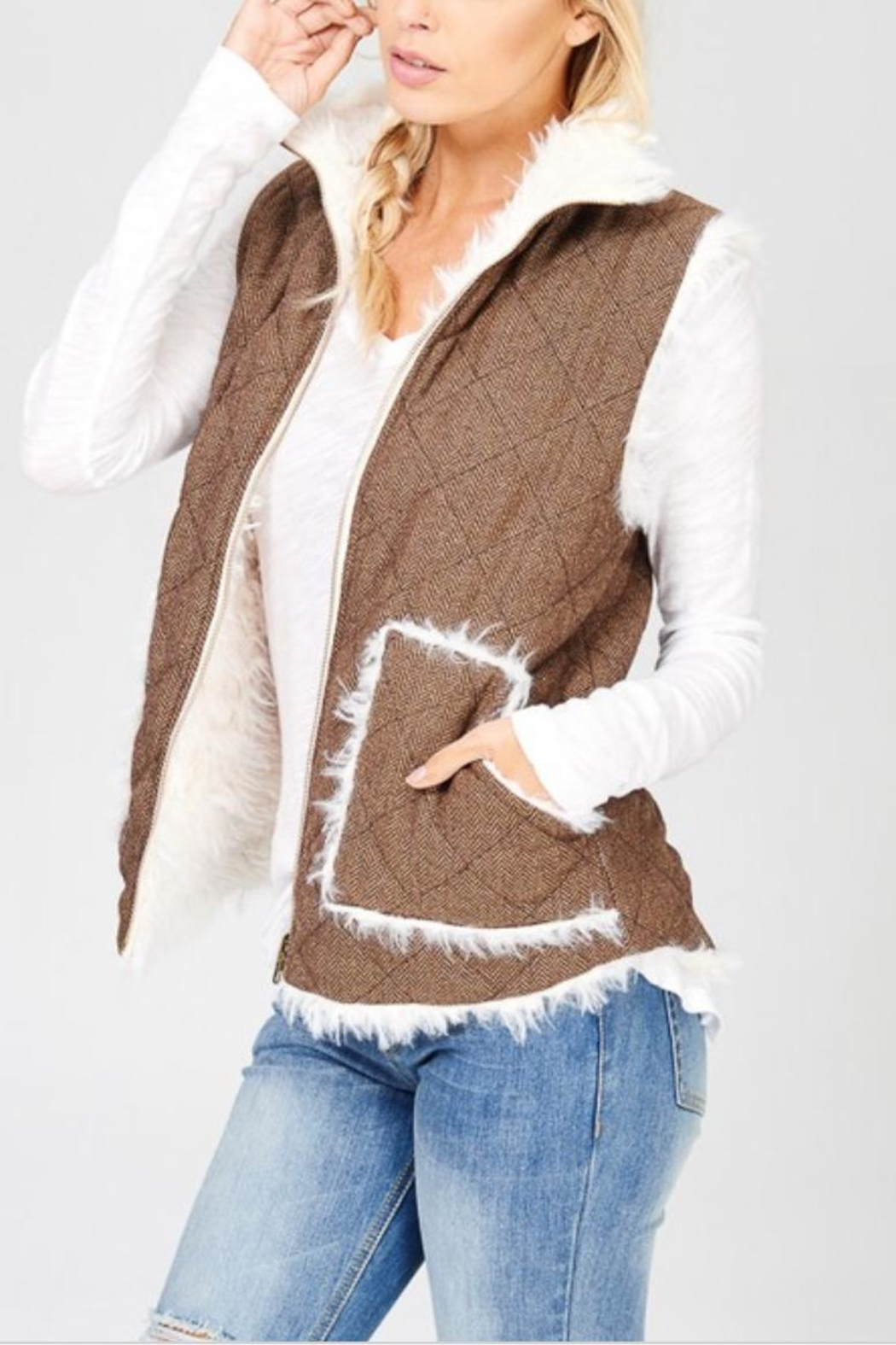 Wishlist Reversible Quilted-Fur Vest - Side Cropped Image