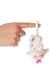 Wow Wee Fingerlings-White Sophie - Front full body