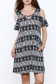 y&i clothing boutique Black Printed Oversized Dress - Product Mini Image